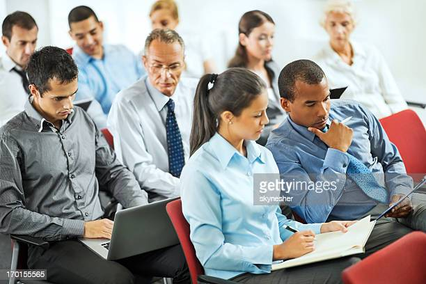 Gruppe von Geschäftsleuten in einem seminar