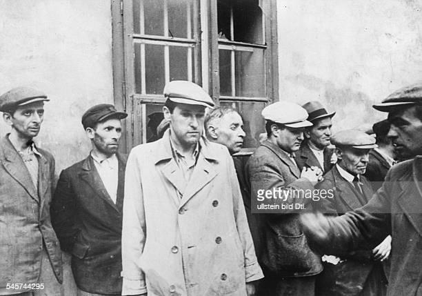 Group of captured Jews in the Ukraine