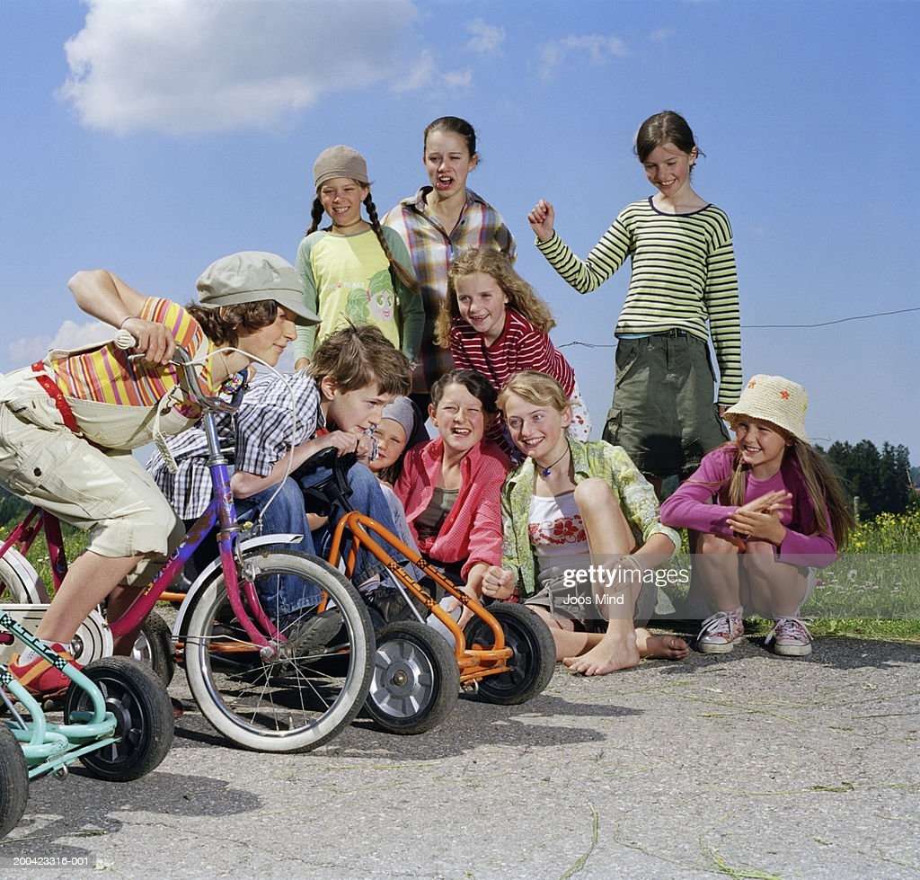 Group of children (7-14) about to start race, outdoors : Stock Photo