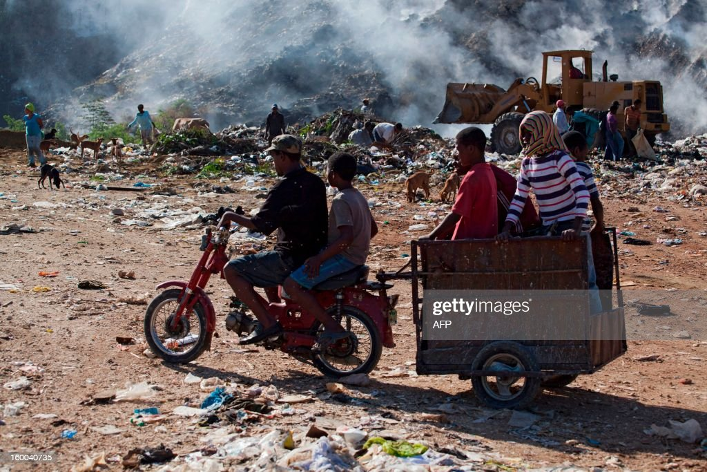 A group of children arrives to work collecting plastic bottles and paper at a dump in Haina, in southern Dominican Republic on January 25, 2013. AFP PHOTO/Erika SANTELICES