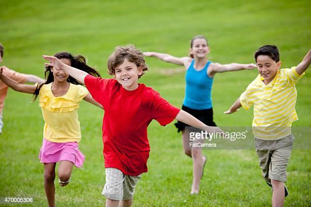 Gruppe von Kindern im Park