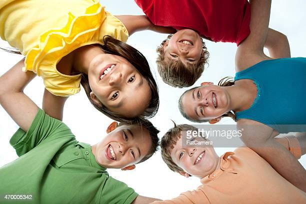 Gruppe von Kindern im Kreis