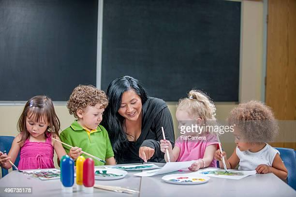 Groupe d'enfants peinture photo