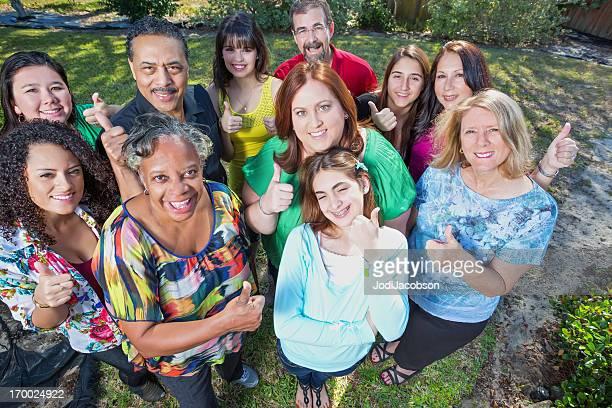 Feliz, diverso grupo de pessoas Polegar para Cima