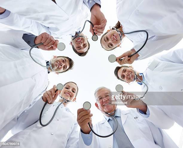 Gruppe von Ärzten, die stethoscopes.