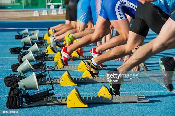 Gruppe von acht Athleten ab 100-Meter-sprint