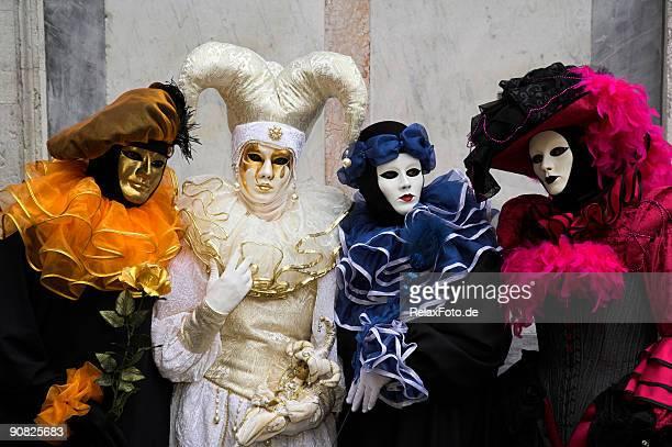 Gruppo di quattro mascherine al Carnevale di Venezia (XXL