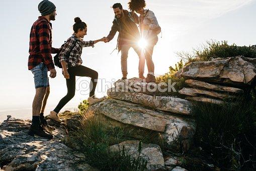 Group of friends hiking in mountain : Foto de stock
