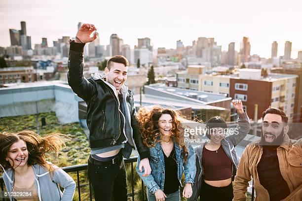 Grupo de amigos en el ambiente de la ciudad de Seattle