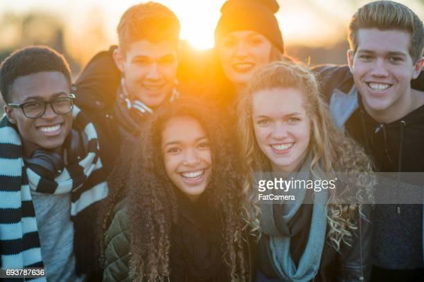 Groupe d'amis souriants