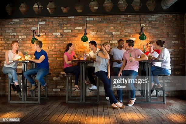 Grupo de amigos y socializar