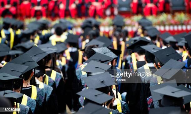 Groupe de jeunes diplômés