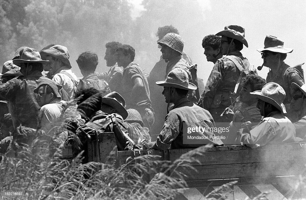 A group of Israeli soldiers smiling in the Six Day War June 1967