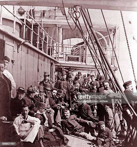 Group of Jewish emigrants from Russia or the Ukraine reach the USA 1900