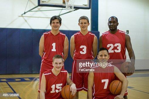 Groupe d'étudiants de lycée joueurs de basket
