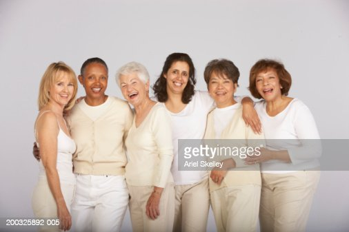Group of mature and senior women, smiling, portrait : ストックフォト