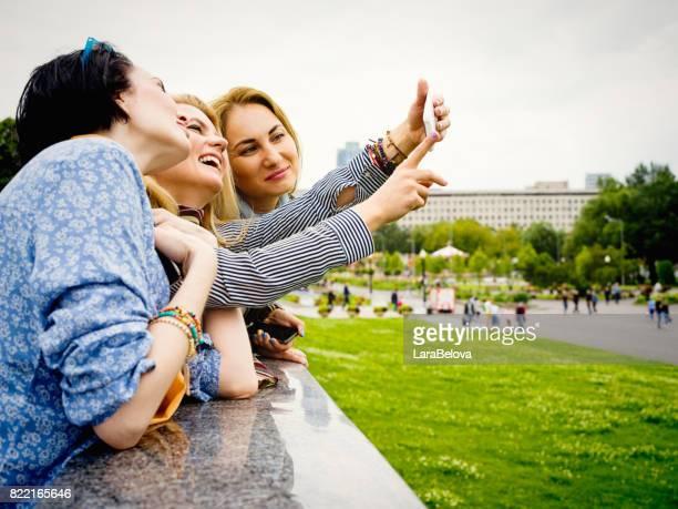 Groupe du moyen âge des femmes au parc public