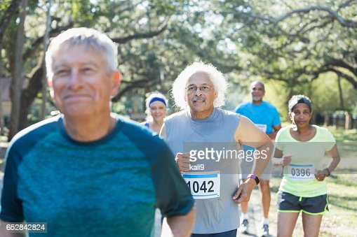 Group of multi-ethnic seniors running a race : Stock-Foto