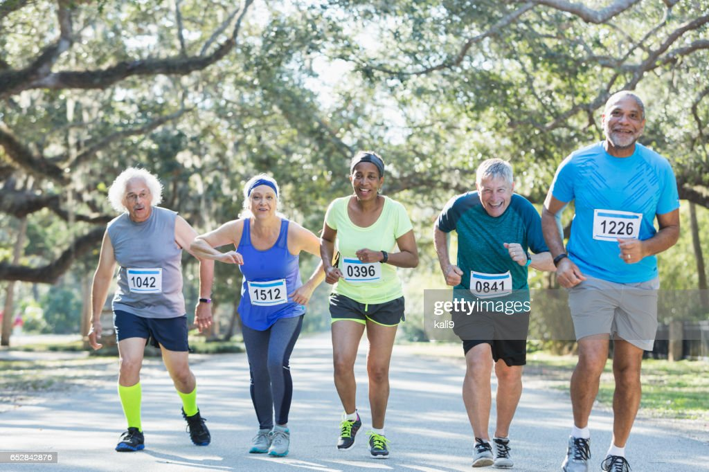 Group of multi-ethnic seniors running a race : Stockfoto