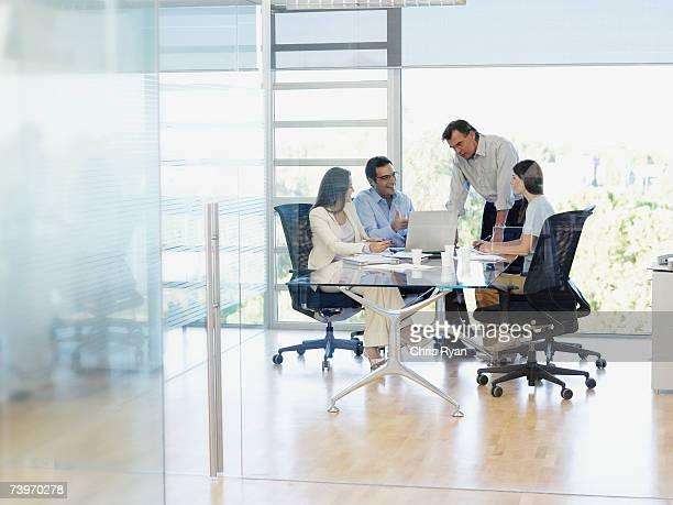 Gruppe von Büro Arbeitnehmer in einem meeting