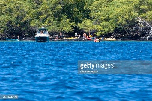 Group of people at the coast, Captain Cook's Monument, Kealakekua Bay, Kona Coast, Big Island, Hawaii islands, USA : Foto de stock