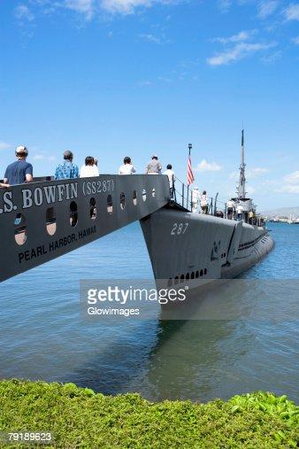 Group of people boarding on a military ship, USS Bowfin, Pearl Harbor, Honolulu, Oahu, Hawaii Islands, USA : Foto de stock