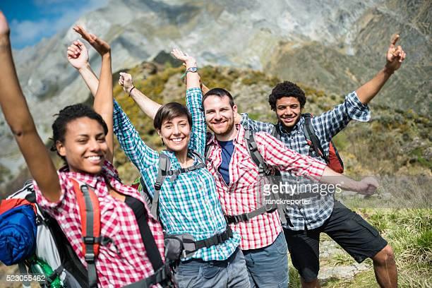 Gruppe von Menschen Wandern, mountain Zusammenhalt