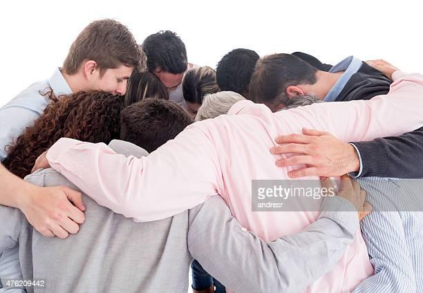 Grupo de pessoas que se molda ao corpo