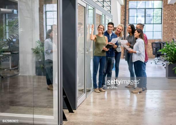 Groupe de personnes dans une réunion d'affaires