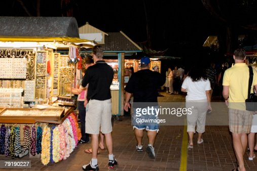 Group of people in a market, Waikiki Beach, Honolulu, Oahu, Hawaii Islands, USA : Foto de stock