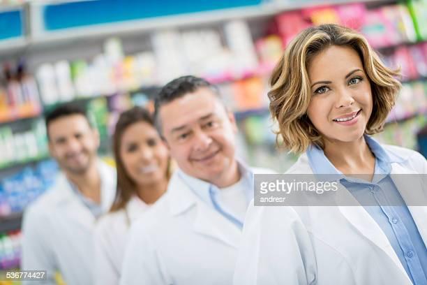 Groupe de pharmacists à la pharmacie