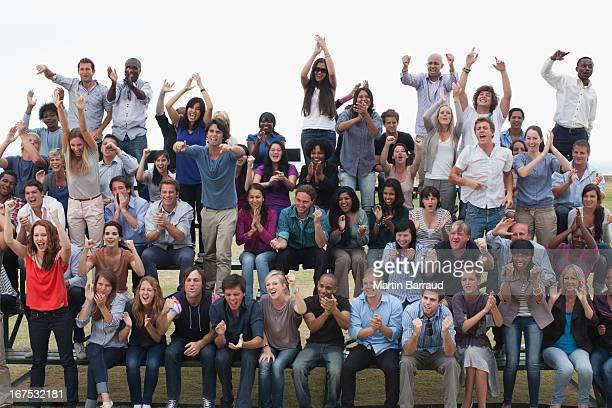 Grupo de espectadores a celebrar
