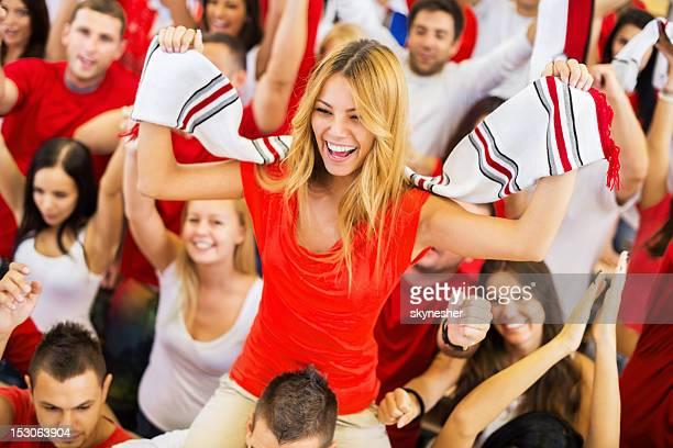 Groupe de fans de sport acclamations.