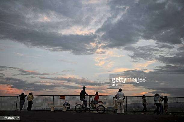 A group of tourists observes the city from a viewpoint at Loma Tiscapa in Managua on October 17 2009 AFP PHOTO/ Elmer MARTINEZ / AFP PHOTO / ELMER...