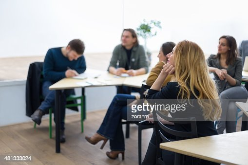 グループの学生ラウンジで、スクール形式、のを聞く