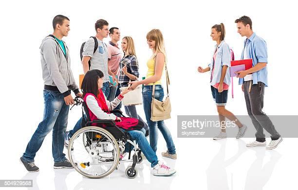 Grupo de estudiantes universitarios Aislado en blanco.