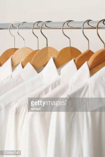 Gruppo di camicie bianche