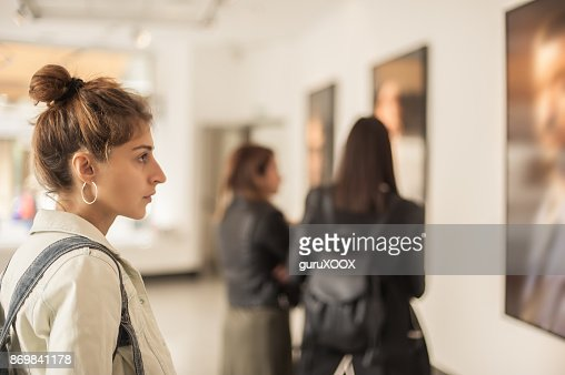 Group of woman looking at modern painting in art gallery : Foto de stock
