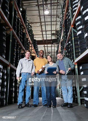 Groupe de travailleurs d'entrepôt