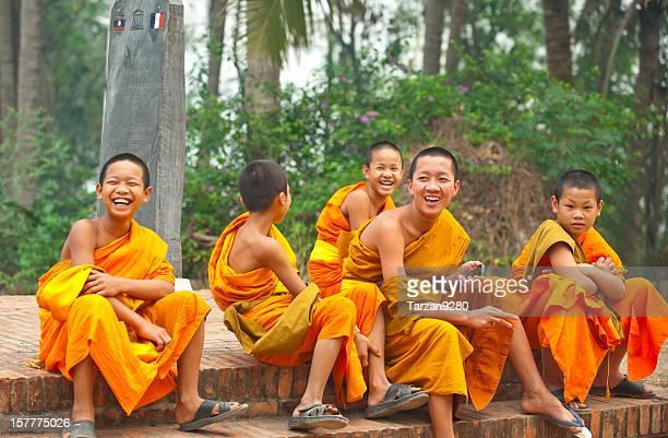 Groupe de jeunes Moines rire, Laung Prabang, du Laos
