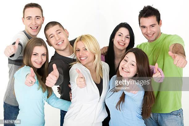Gruppe von jungen Menschen vor weißem Hintergrund