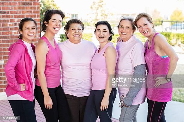 Foto de grupo de sobrevivientes de cáncer de mama
