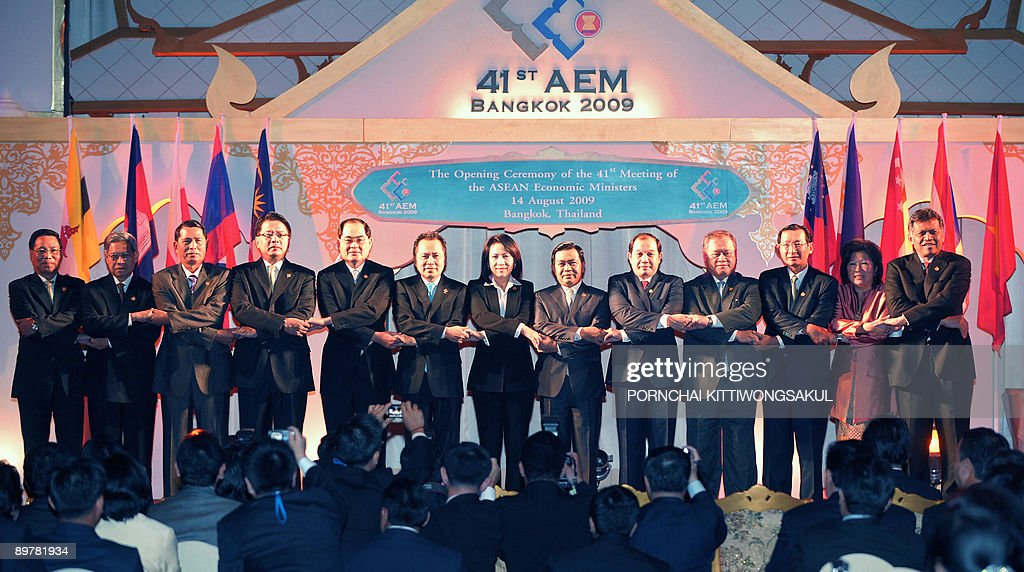 A group photo of Southeast Asian Economic Ministers Laos Industry and Commerce Minister Nam Viyaketh Malaysia International Trade Minister Mustapa...