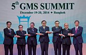 A group photo of the six leaders Vietnam Prime Minister Nguyen Tan Dung Laos Prime Minister Thongsing Thammavong Cambodian Prime Minister Hun Sen...