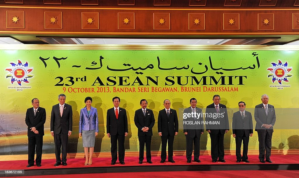 A group photograph of ASEAN leaders (L-R) Philippine President Benigno Aquino, Singapore Prime Minister Lee Hsien Loong, Thailand's Prime Minister Yingluck Shinawatra , Vietnamese Prime Minister Nguyen Tan Dung,Brunei's Sultan Hassanal Bolkiah, Myanmar President Thein Sein, Cambodian Prime Minister Hun Sen, Indonesia's President Susilo Bambang Yudhoyono, Laos Prime Minister Thongsing Thammavong and Malaysian Prime Minister Najib Razak during the 23rd summit of the Association of Southeast Asian Nations (ASEAN) in Bandar Seri Begawan on October 9, 2013, AFP PHOTO / ROSLAN RAHMAN