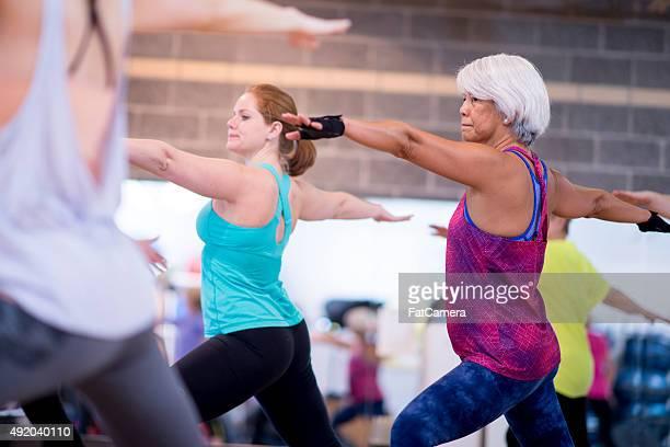 Gruppe Dehnen in Yoga-Klasse