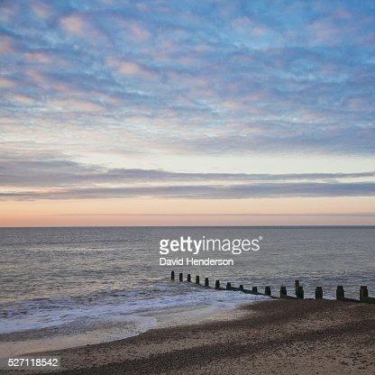 Groyne and dawn sky : Photo