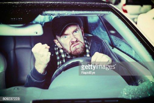 Grießgram! Wütende Taxifahrer shakes seine Faust