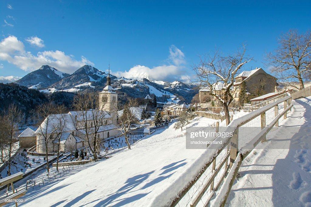 Gruyères, Schweiz im Schnee : Stock-Foto