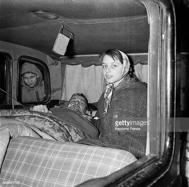 Grève de la faim d'un père de famille Marcel Barbu dans sa vieille voiture pour l'obtention d'un terrain où il pourrait construire un logement pour...